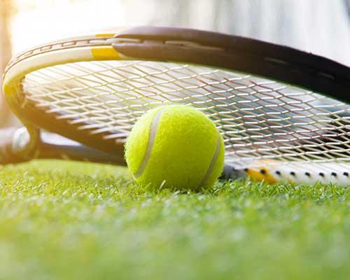 tennis-ball-with-tennis-raquet